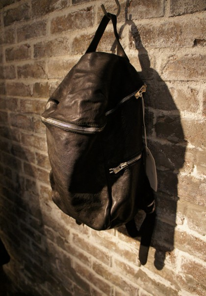 GUIDI-16SS-Backpackhorse-blk