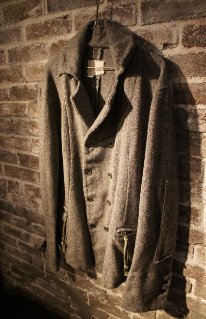 TWEED-DB-DICKENS-BLACK-WHITE-HERRINGBONE-BLACKandWHITEWool-World-exclusive-for-SOUTERRAIN-